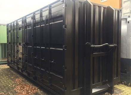 20ft. Side Door Seecontainer, RAL 9005 Tiefschwarz, Hakenabrollrahmen